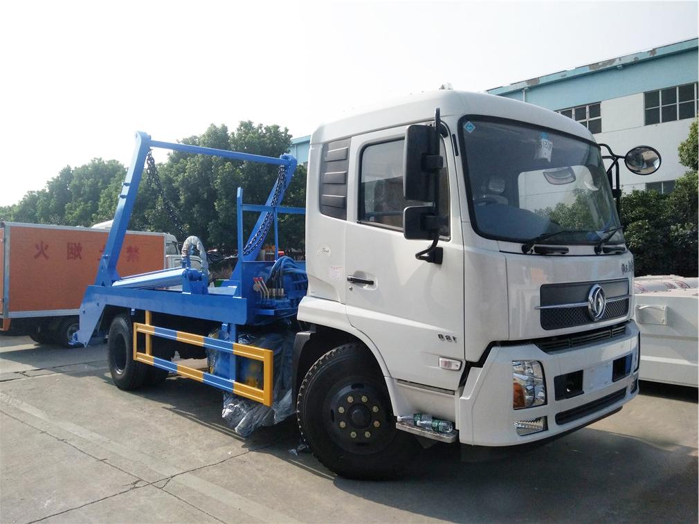 东风天锦摆臂式垃圾车(6-8方)